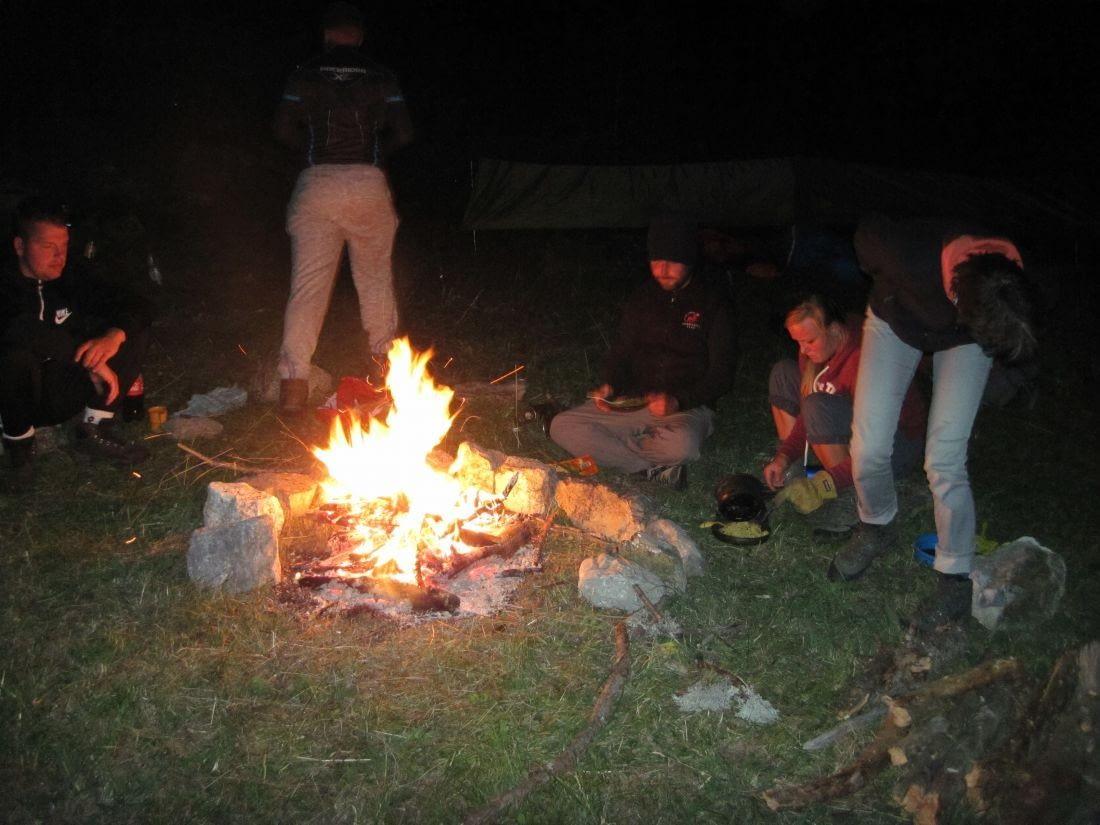 's avonds bij het kampvuur