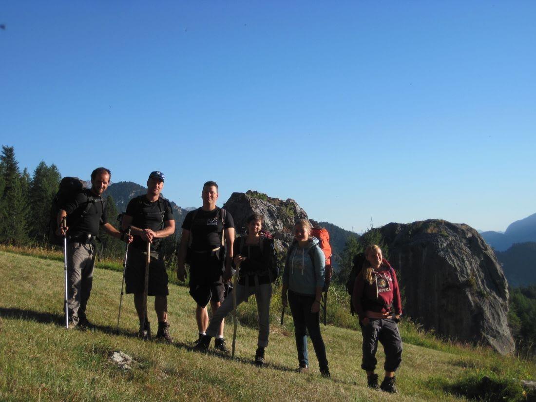 vol goede moed; de groepsfoto in de alpen