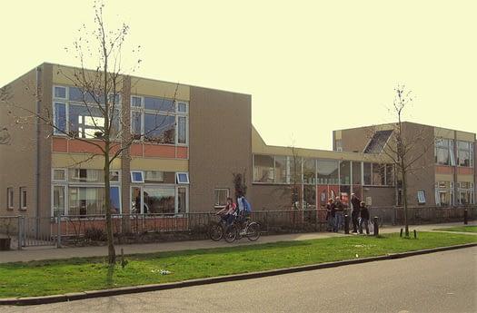 Zonnelicht kinderdagverblijf foto van gebouw